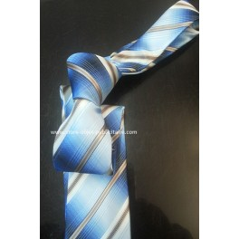 Cravate a motifs rayés